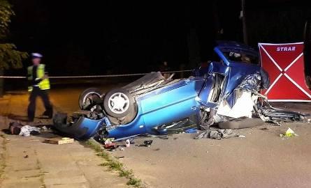 Wypadek w Fugasówce okazał się śmiertelny. Samochód został przepołowiony