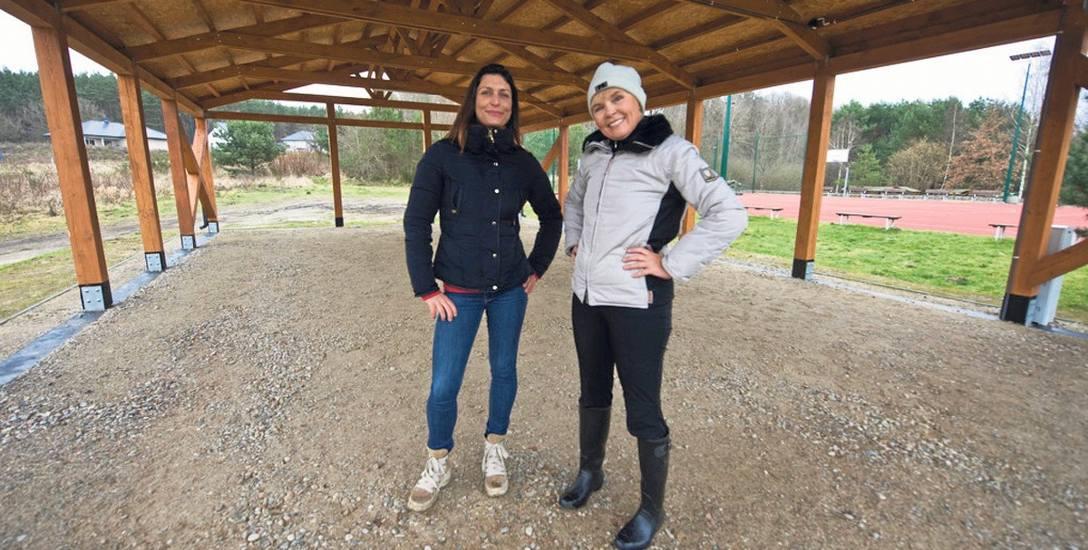 Anna Nowak (z lewej) oraz Hanna Moroz z Rady Osiedla Lubiatowo, jak cała rada, chcą, by wiata została przebudowana na świetlicę. - Ta świetlica nie ma