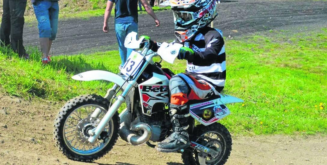 8-letni Kacper Dulowski w tym roku wystartował już w dwóch zawodach. Z niecierpliwością czeka, aż organizatorzy ogłoszą kolejne. Jazda motocyklem i pokonywanie
