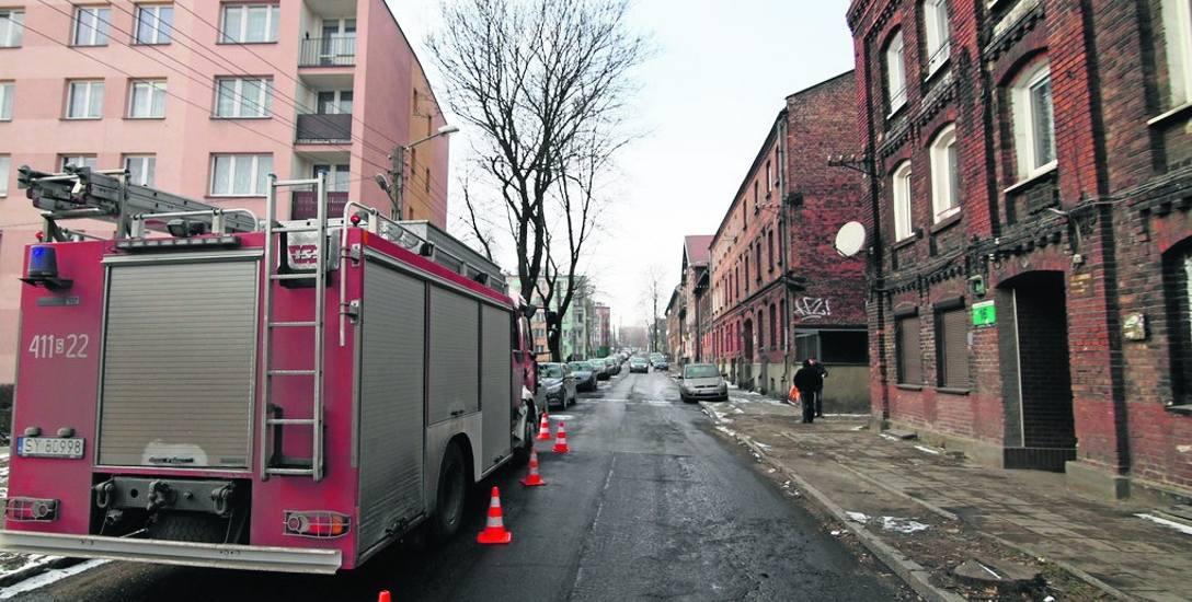 Bytom: Cztery osoby zginęły w pożarze kamienicy. Zatruły się czadem