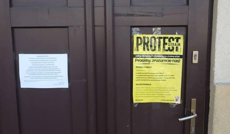 Film do artykułu: Strajk nauczycieli w Toruniu 2019. Czy egzaminy gimnazjalne odbędą się czy będą odwołane?