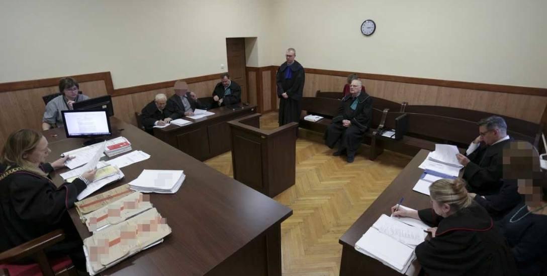 Zakończenie procesu i mowy w Sądzie Rejonowym w Słupsku. Na sali sądowej obecny jedynie doktor Janusz K. W ostatnim słowie prosił o uniewinnienie dla