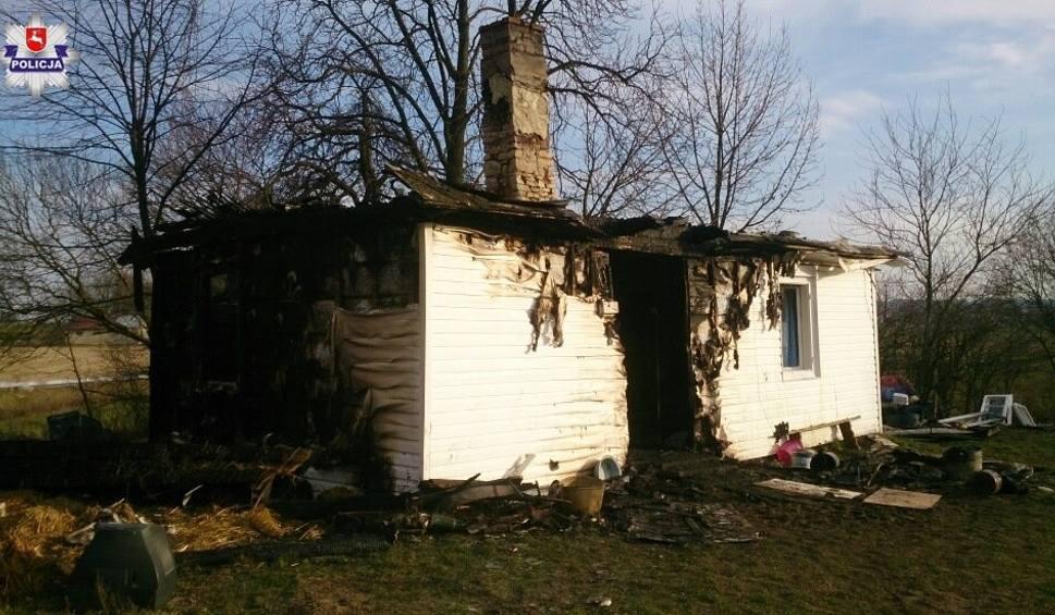 Film do artykułu: Pożar domu w Tarzymiechach Drugich. W ogniu zginął 84-latek. W tym czasie jego żona była poza domem