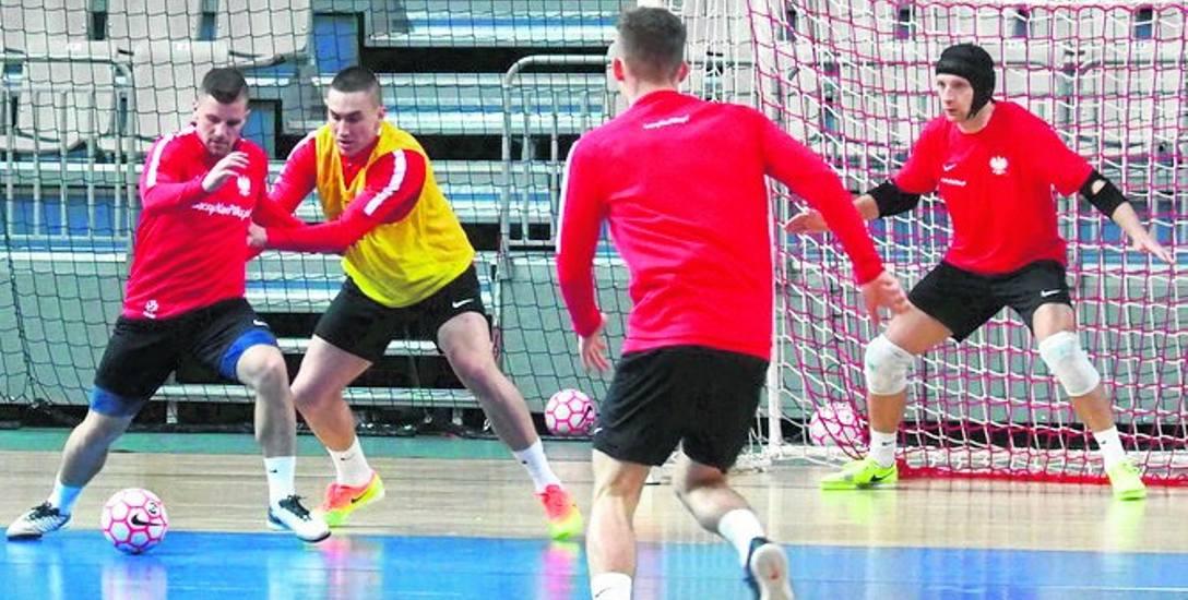 Trening biało-czerwonych przed niedzielnym starciem z Brazylią. Futsal na najwyższym poziomie - gwarantowany