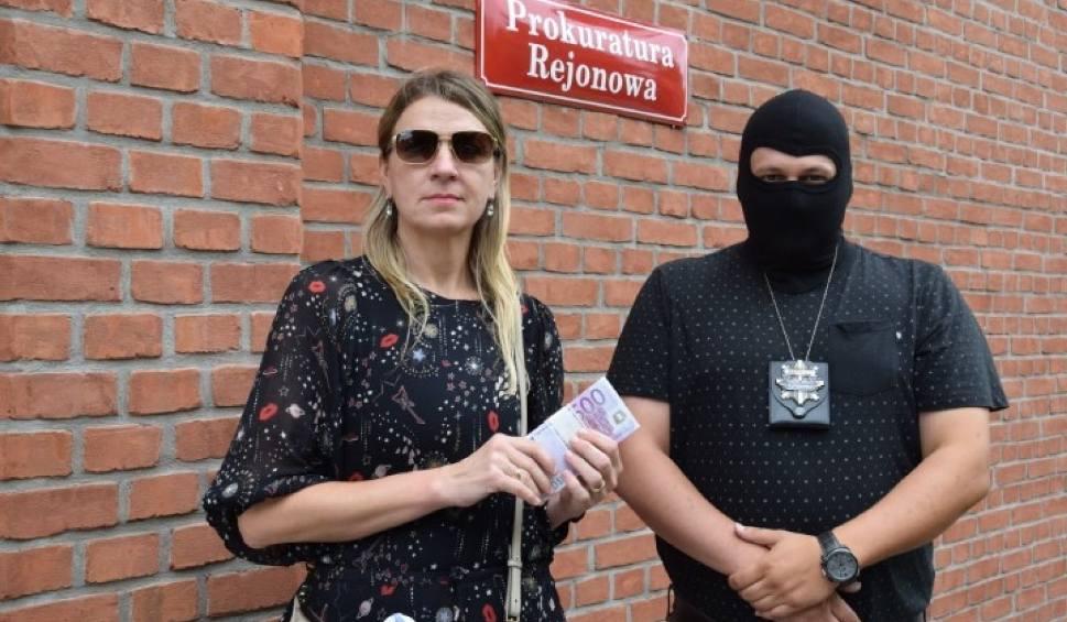"""Film do artykułu: Pruszcz Gdański: Odzyskała 50 tysięcy euro. Pozostałe skradzione 210 tys. euro podejrzany podobno chce """"wyprać"""" [zdjęcia, wideo]"""