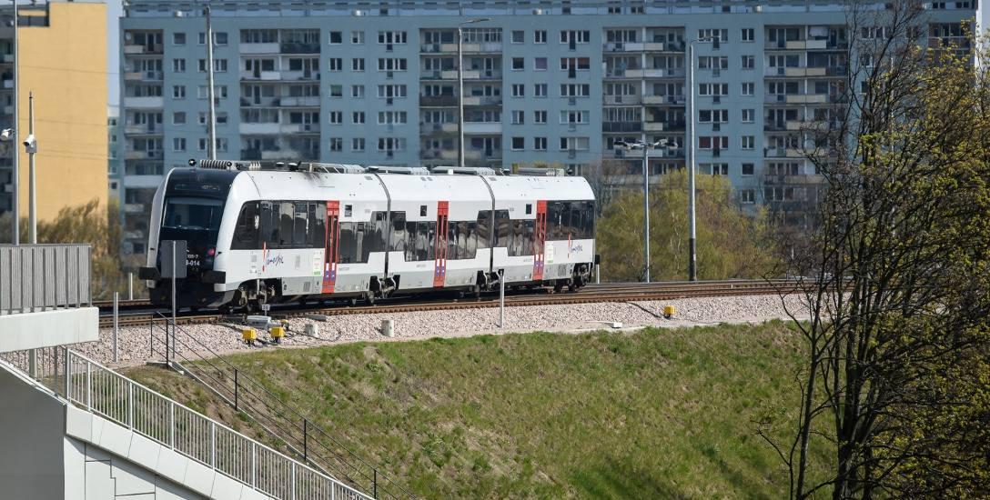 Strzyża jest świetnie skomunikowana: ma linię tramwajową, autobusy, stację Pomorskiej Kolei Metropolitalnej