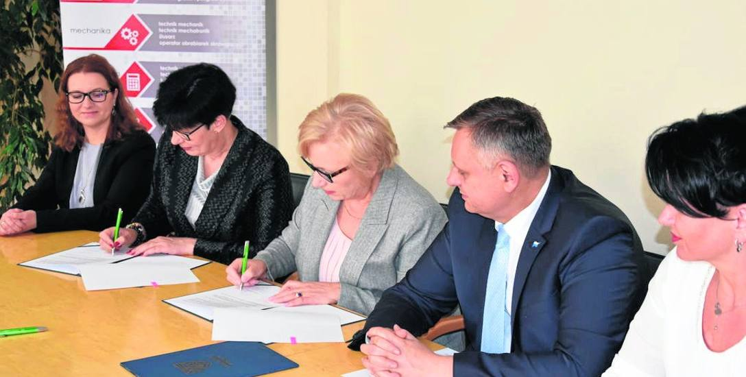 Porozumienie podpisały: dyrektor CKU Renata Buss i Wanda Stypułkowska, prezes spółki