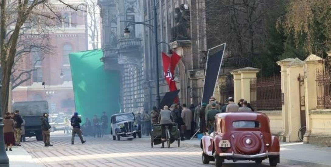 """Kręcą w Łodzi serial dla TVP 1, to historia grupy likwidazyjnej """"Pazur"""", Łódź tym razem gra Warszawę"""
