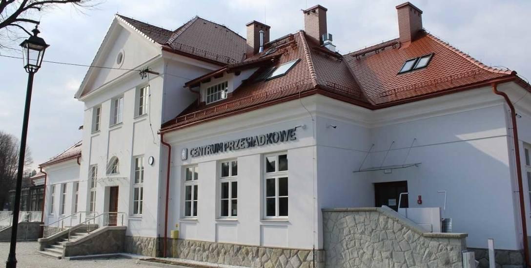 Dworzec kolejowy w Wiśle po remoncie. Otwarcie w kwietniu 2019. To najpiękniejszy zabytkowy dworzec w województwie śląskim