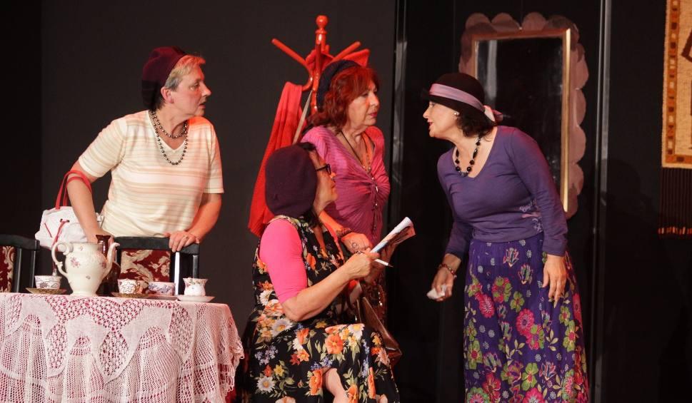 """Film do artykułu: Seniorzy z Sosnowca zagrali w brawurowej komedii """"Dajcie mi chłopa"""" w Energetycznym Centrum Kultury"""