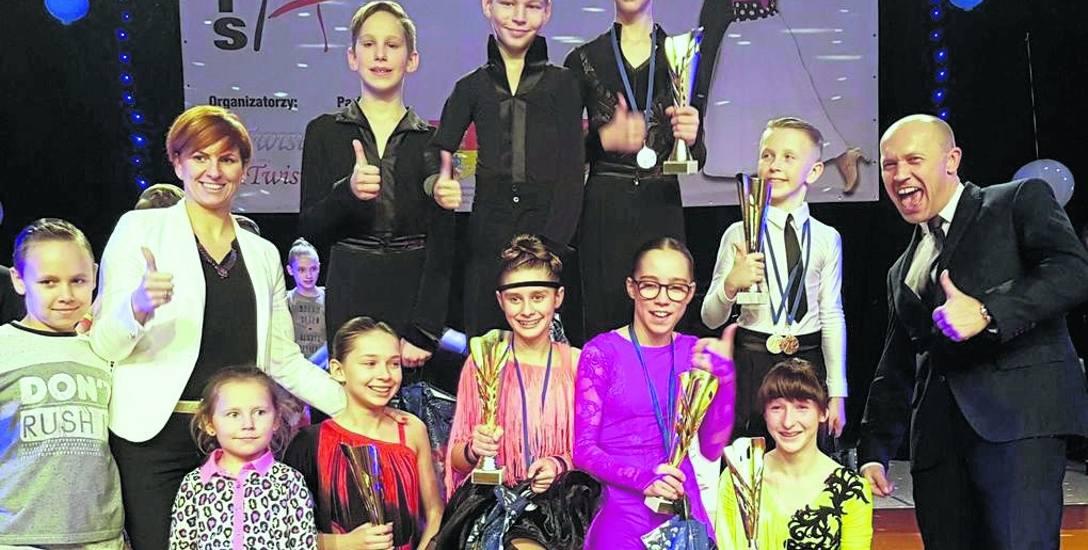 Wszyscy nasi tancerze, w każdej grupie wiekowej, odnoszą znaczące sukcesy - mówi Grzegorz Klekotko ( z prawej). - Jestem z nich bardzo dumny.