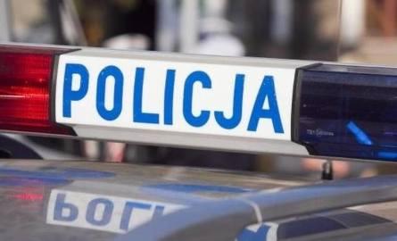 Kraków. Postrzelony przez policjanta 25-latek w stanie ciężkim. W bagażniku samochodu miał maczety