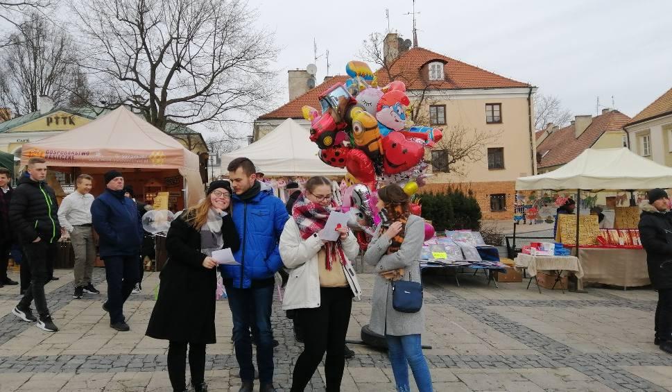 """Film do artykułu: W Sandomierzu bito rekord w śpiewaniu piosenki Skaldów """"Ktoś mnie pokochał"""" [ZDJĘCIA]"""