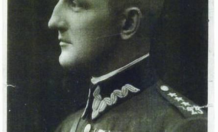 Mjr Stanisław Nałęcz-Komornicki. Po agresji ZSRR na Polskę 17 września 1939 r. dostał się - w niewyjaśnionych okolicznościach - w ręce Sowietów. Był