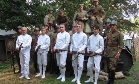 Szermierze z Radomia i ich przyjaciele z Torunia, prezentowali swoje umiejętności podczas Odysei Historycznej koło Kutna.