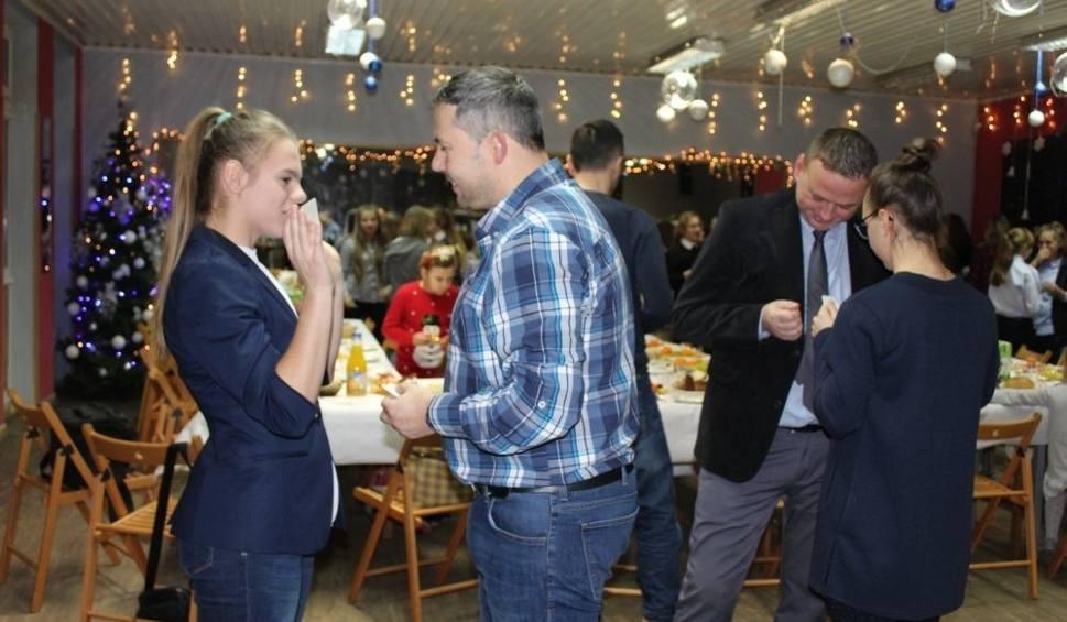 Film do artykułu: Piłkarki Czwórki Radom przy świątecznym stole. Trener Wojciech Pawłowski podsumował rundę