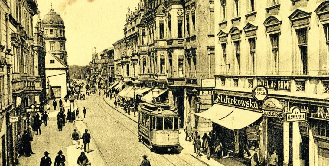 """W latach 30. XX w. na parterze hotelu """"De Rome"""" mieściła się restauracja hotelowa z kawiarnią i cukiernią, ekspozytura banku i ekskluzywny magazyn odzieżowy"""