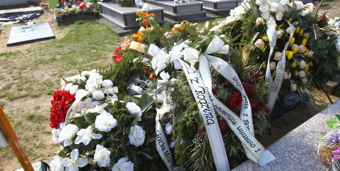 Na grobie Magdaleny leży góra wieńców. Nie została pochowana z dziećmi, z którymi rozstanie wydawało jej się gorsze niż śmierć
