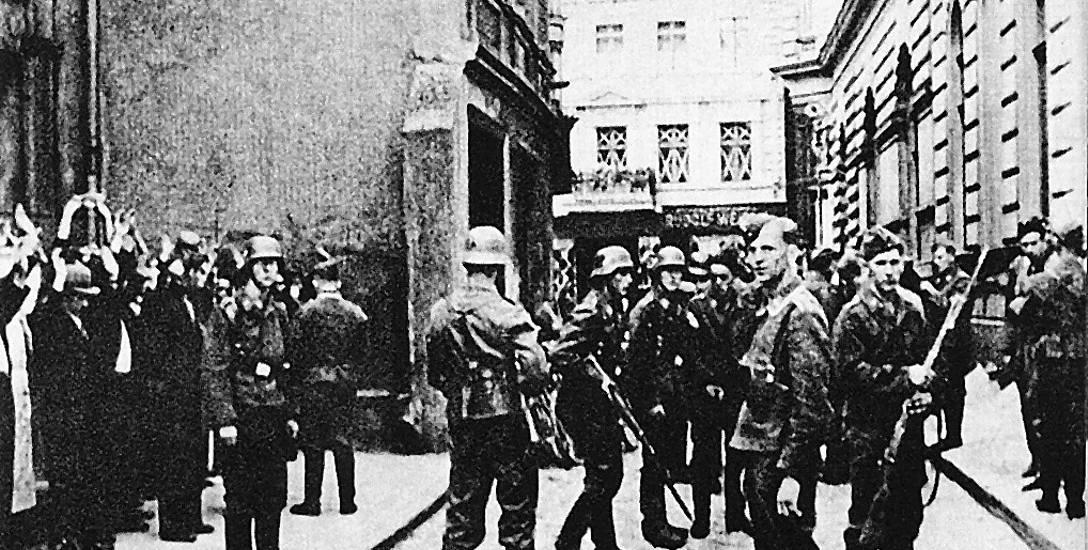 To chyba najbardziej znany kadr z lat okupacji w Bydgoszczy, pokazywany w kronikach filmowych. Ulica Parkowa