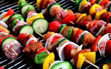 Zaskocz swoich gości i przygotuj nietypowe potrawy na grillu.