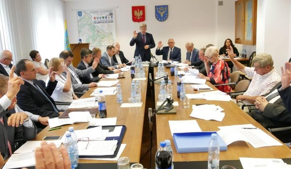 Film do artykułu: XLII Sesja Rady Powiatu Kozienickiego. O czym dyskutowali radni?