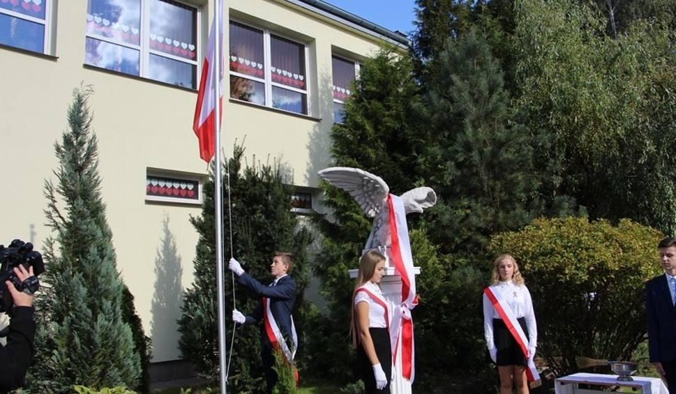 Film do artykułu: Gmina Przytyk. Szkoła podstawowa we Wrzosie ma patrona - Orła Białego