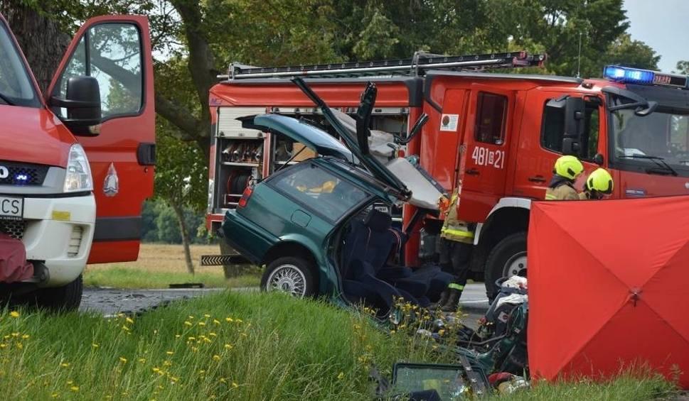 Film do artykułu: Śmiertelny wypadek na DK 55 koło Kamionki. Samochód osobowy zderzył się z autobusem 27.07. Nie żyje kierowca