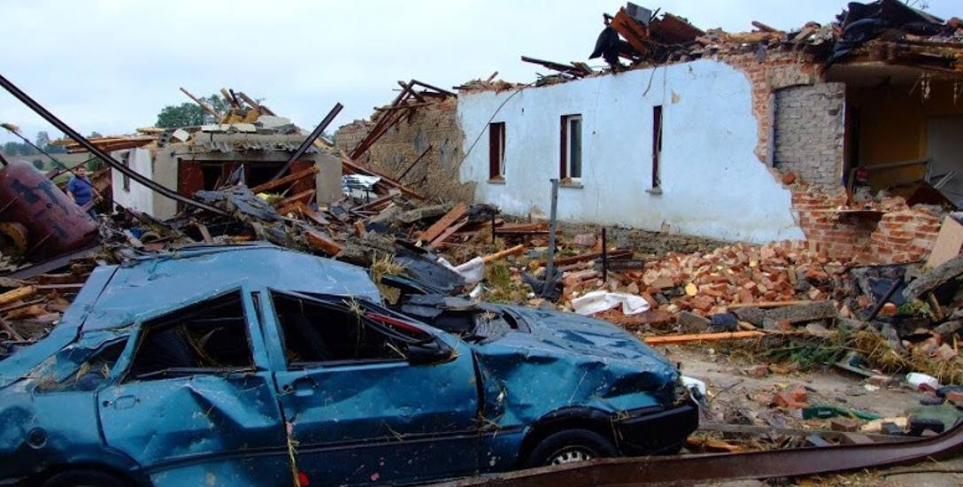 Taki widok zastały służby ratownicze, które wezwali mieszkańcy zaraz po przejściu tornada.