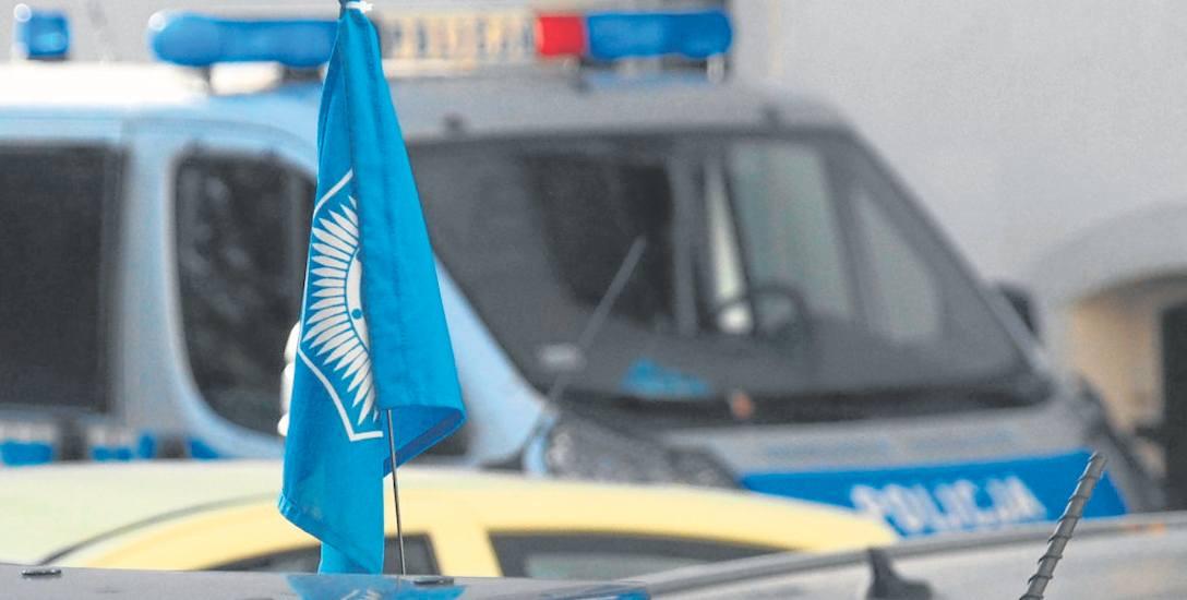 Na policyjnych radiowozach jeżdżących po Koszalinie można zauważyć charakterystyczne związkowe chorągiewki