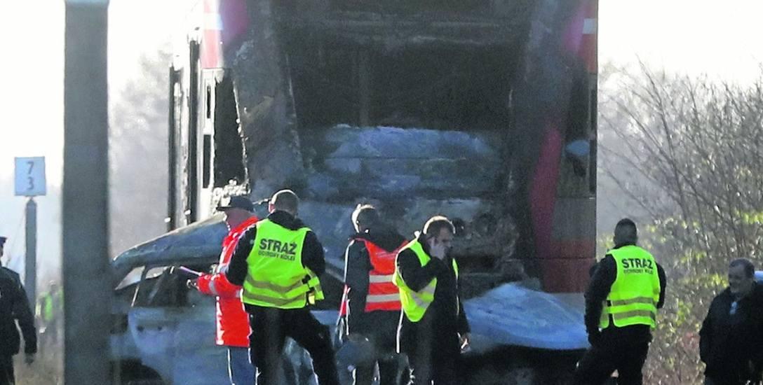 Śledczy wyjaśniają przyczyny tragedii na przejeździe
