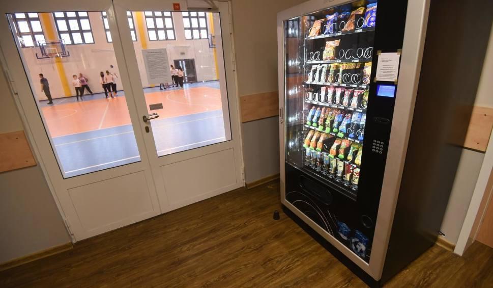 Film do artykułu: Automaty z żywnością w szkołach. Co można kupić?