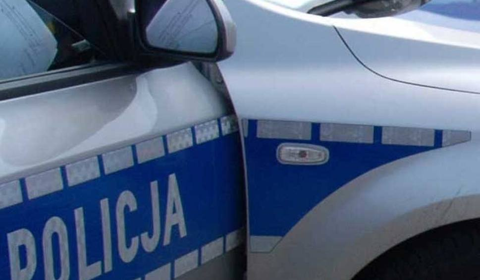 Film do artykułu: Gmina Stara Błotnica. Policjant wracając ze ślubowania trafił na wypadek i udzielił pierwszej pomocy poszkodowanym
