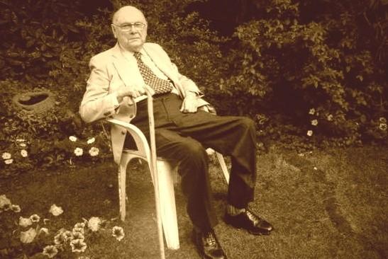 Roman Dominik Gumiński w 1983 roku przeszedł na emeryturę i zamieszkał w Londynie. Zmarł 19 listopada 2014 roku