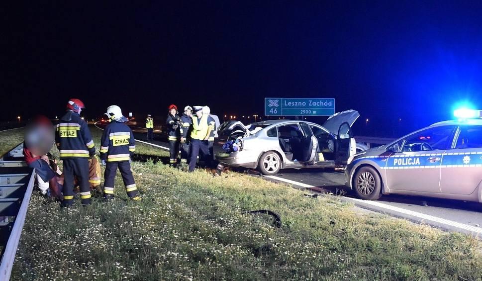 Film do artykułu: Wypadek na S5 pod Lesznem: Zderzyły się dwa auta. Dwie osoby trafiły do szpitala [ZDJĘCIA]