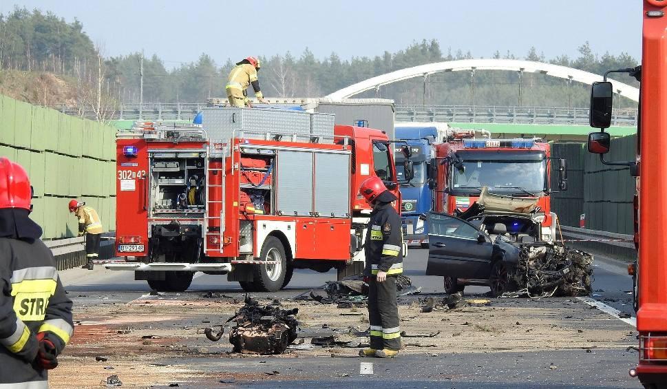 Film do artykułu: Poważny wypadek na obwodnicy Wasilkowa. DK 19 zablokowana. Czołowe zderzenie osobówki i samochodu ciężarowego
