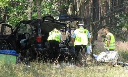 Poważny wypadek na krajowej trójce. Trzy osoby są ranne (zdjęcia)