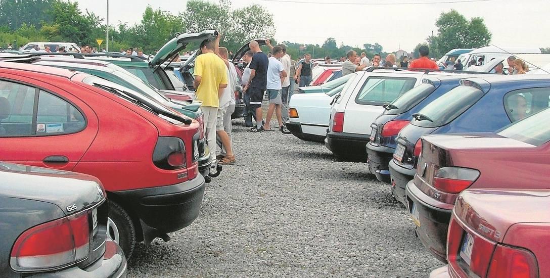 Złodzieje szukali ofiar wśród kierowców, którzy przyjechali do Branic na giełdę samochodową, by kupić lub sprzedać auto