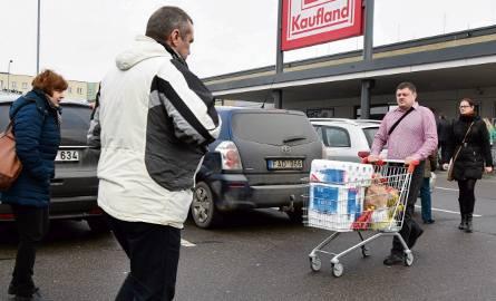 Po wyprawie raz na jakiś czas do Polski i zrobieniu kompleksowych zakupów, tak jak w minioną sobotę, Litwinom z przygranicznych miejscowości sporo w