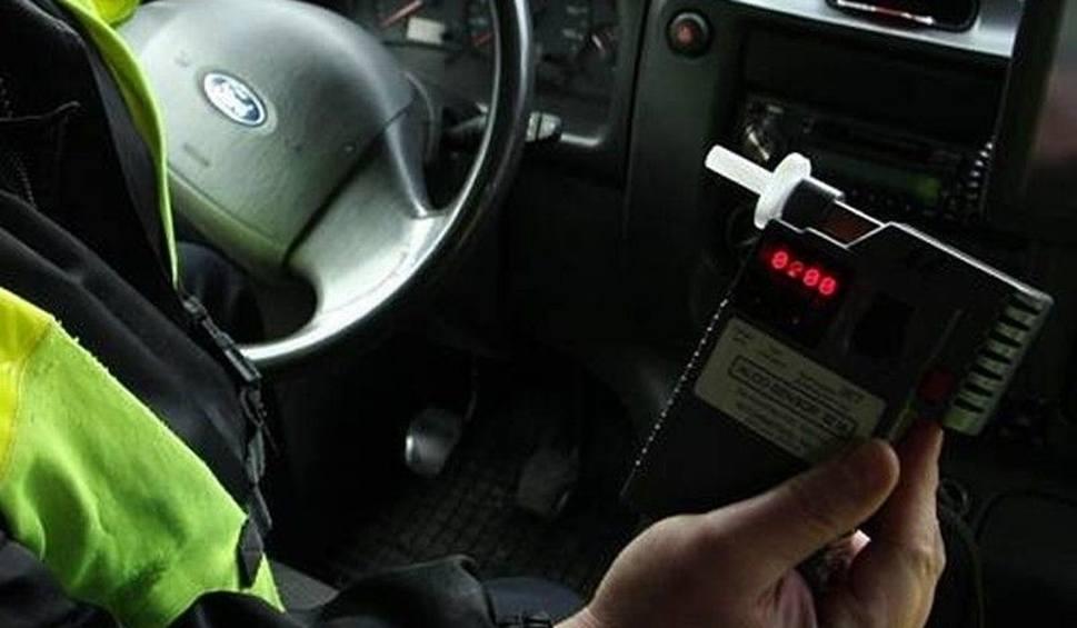Film do artykułu: Pijany kierowca zatrzymany koło Jeżowego. Jechał nieoświetlonym traktorem