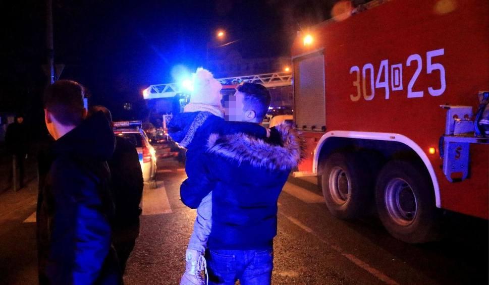 Film do artykułu: Czad w centrum Bydgoszczy. Cztery osoby trafiły do szpitala