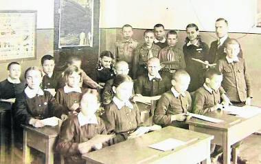 Henryk Banulewicz na lekcji z uczniami