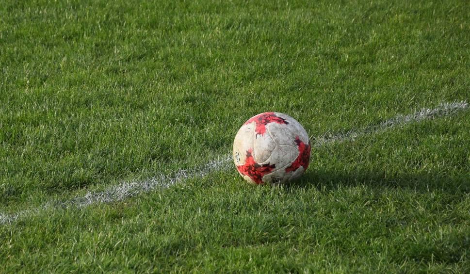 Film do artykułu: Piłka nożna. 4 liga będzie grać awansem wiosnę. A inni? Co z 3 ligą i rozgrywkami w okręgach i podokręgach?
