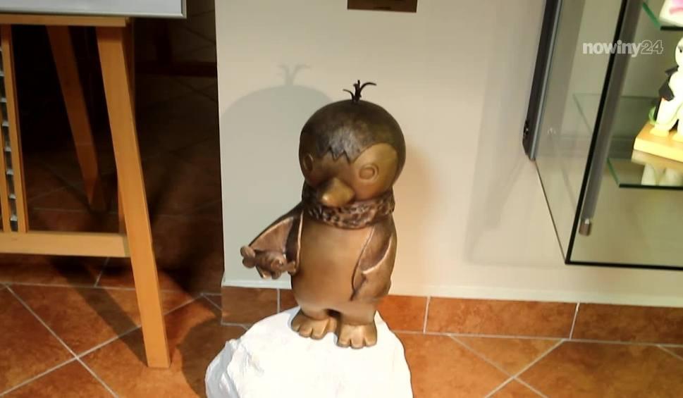 Film do artykułu: Rzeźba pingwina Pik-Poka stanęła w Muzeum Dobranocek w Rzeszowie [WIDEO]