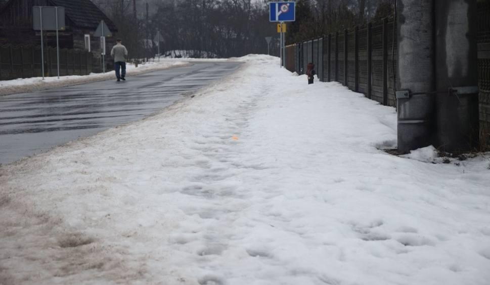 Film do artykułu: Mieszkańcy, odśnieżajcie chodniki przy swoich posesjach! – apelują gminy