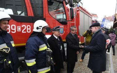 W sobotę jednostka OSP Świętosław odebrała nowy samochód rzed Urzędem Marszałkowskim w Toruniu
