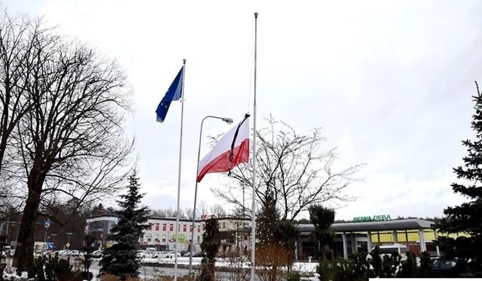 Film do artykułu: Nowa Dęba. Flaga opuszczona, w piątek wiec przeciwko przemocy