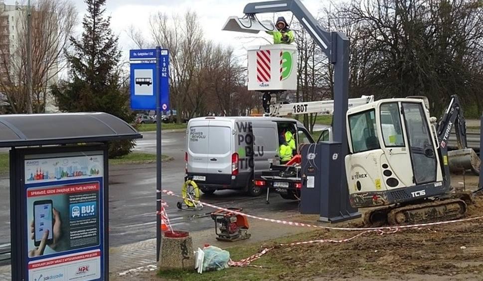 Film do artykułu: Radom. Trwa montaż ładowarek dla nowych autobusów elektrycznych. Na ulice wyjadą w połowie roku