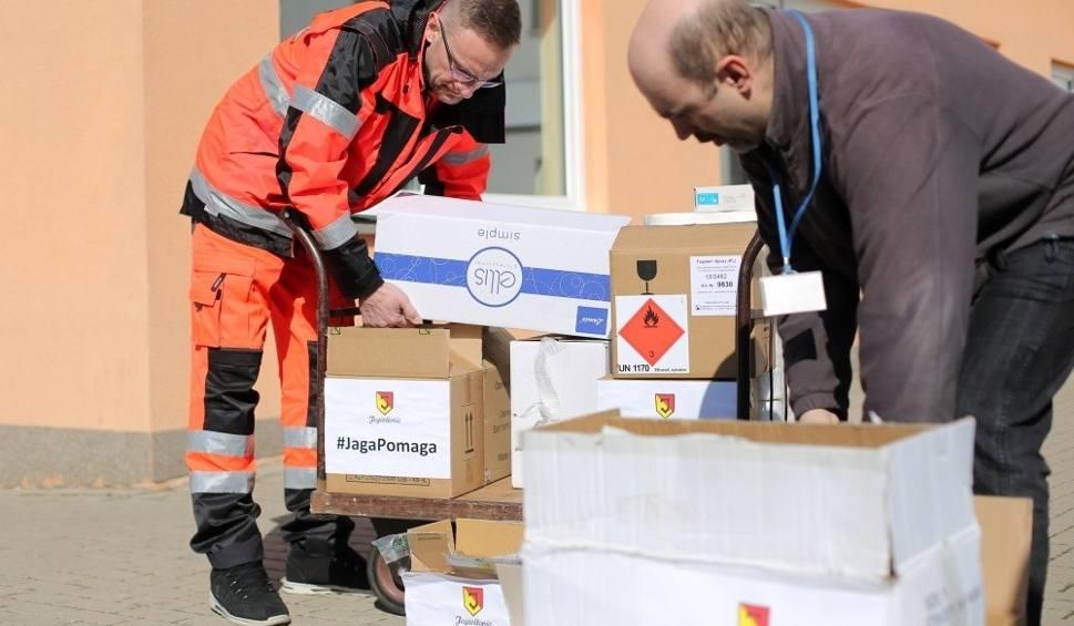 Film do artykułu: Koronawirus. Jagiellonia Białystok wsparła walczących z koronawirusem. Klub przekazał potrzebne produkty pogotowiu ratunkowemu