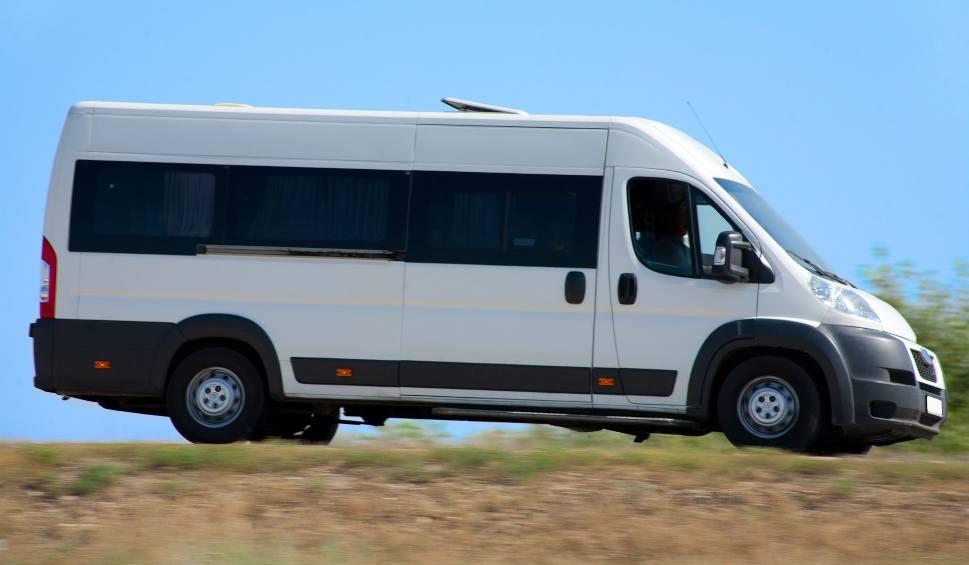 Film do artykułu: Uważajcie na swoje dzieci! Po Polsce jeździ biały bus i łapie dzieci, by pozyskać organy... Nie wierzcie w te informacje. To nie jest prawda