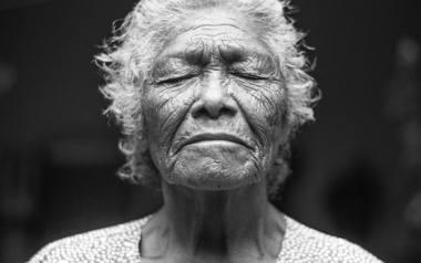 Kto ma prawo do starości? Jak postrzega się starość kobiet?